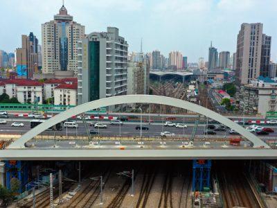 """北斗卫星助力,上海北横通道""""彩虹桥""""顶推到位"""