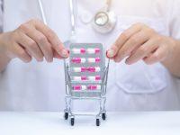 """25个品种药价平均降52%,为患者省下12亿!上海执行这项试点有效破解""""看病贵"""""""