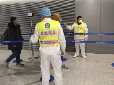 武汉抵达上海航班旅客下机即测体温,上海两大机场对公共区域、测温通道重点消毒