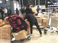 """20吨货不到1小时完成安检装载,上海两大机场:医生和防控物资是保障""""最优先级"""""""