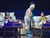 在舞台上戴着口罩怎么唱戏?首部原创抗疫沪剧《玉兰花开》试演
