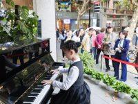 """曾""""路见不平""""的上海指挥家,把音乐会办到了马路上,围观路人都惊呆了"""