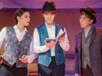 在魔都闹市小酒馆,音乐剧《阿波罗尼亚》驻演4个月,为何场场爆满?